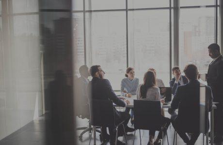 ההבדל בין מנהל למנהיג: כך תהפכו את העסק שלכם מודל לחיקוי של הצלחה